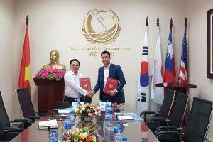 Lễ ký kết hợp tác giữa Trường Cao đẳng Công nghệ Y Dược Việt Nam và Công ty Cổ phần Xuất khẩu lao động thương mại và du lịch (TTLC)