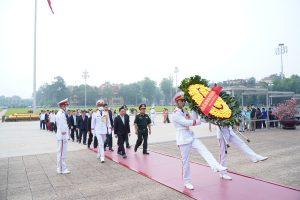 Sinh viên trường Cao đẳng Công nghệ Y–Dược Việt Nam viếng lăng Bác nhân kỉ niệm 130 năm ngày sinh nhật Bác