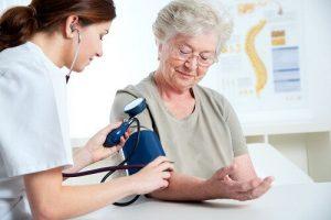 nhân viên chăm sóc người cao tuổi